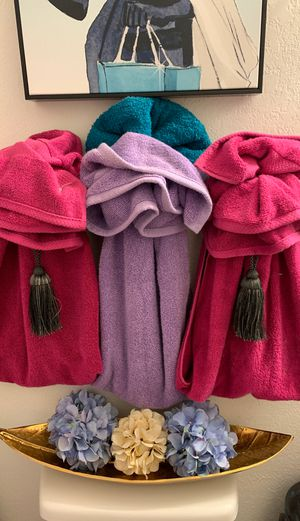 Towels and flowers only for Sale in Marrero, LA