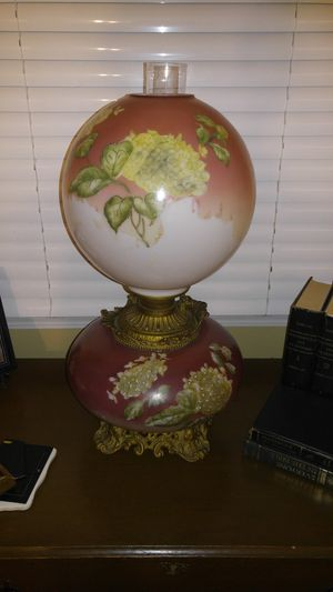Antique Gone With the Wind Oil Lamp for Sale in Salisbury, NC