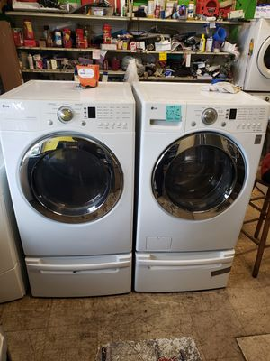 Lg washer and dryer with pedestal hablo español for Sale in Hayward, CA