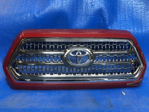 2016 2018 TOYOTA TACOMA GRILLE OEM for Sale in Los Angeles, CA