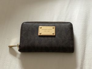 Michael Kors small wallet for Sale in South Miami, FL
