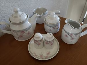RARE Royal Doulton (UK) Compliment Set for Sale in Hesperia, CA