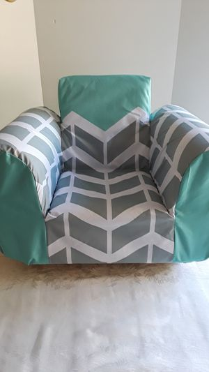 New Super Snuggly Kid's Rocher Arm Chair for Sale in San Jose, CA