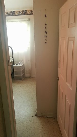 I'm renting a room and a house for older people for Sale in Miami Gardens, FL