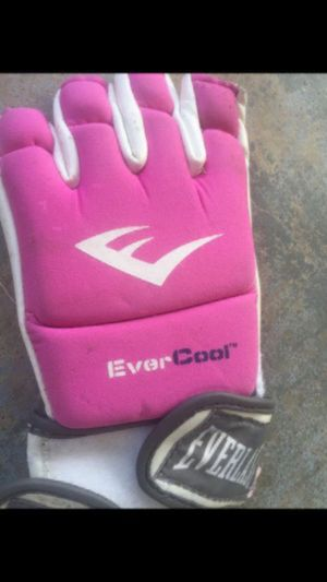 Extra pair of gloves for Sale in San Diego, CA