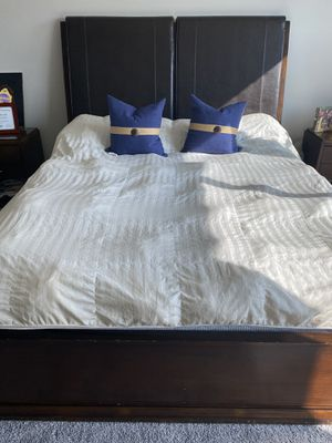 Cal King Bedroom set-Cal King Bed, 2 nightstand and a dresser w/mirror for Sale in Yorba Linda, CA