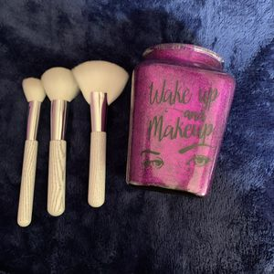 Makeup holder with makeup brushes for Sale in San Bernardino, CA
