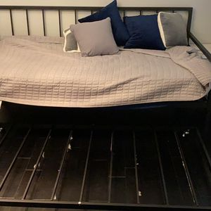 Twin Daybed With Trundle for Sale in Tucker, GA