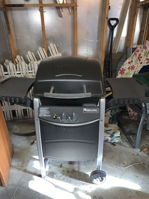 Grill with propane tank for Sale in Burbank, IL