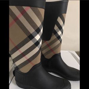 Burberry Boots Barely Used Size 7.5 for Sale in Holly Springs, NC