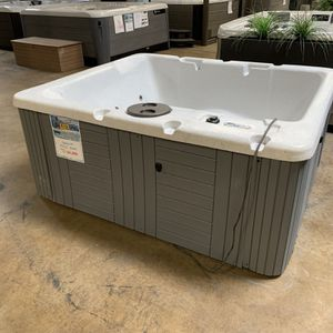 110v Hot Tub 2-3 Person for Sale in Placentia, CA