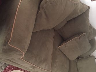 Velvet Green Sofa With 6 pillows Very Comfortable for Sale in Lakeland,  FL
