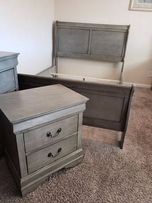 4 pcs queen bedroom set... Queen bed frame, Dresser, Mirror one nightstand for Sale in Las Vegas, NV