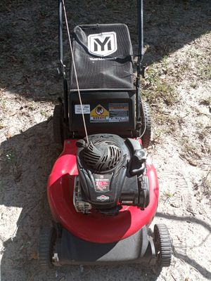 Yard machine 21 inch cut also has bag. for Sale in Dade City, FL