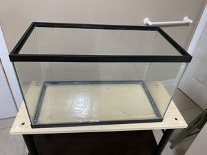 10 gallons fish tank with beautiful decorations plant and inside tank filter and heater for Sale in Chelmsford, MA