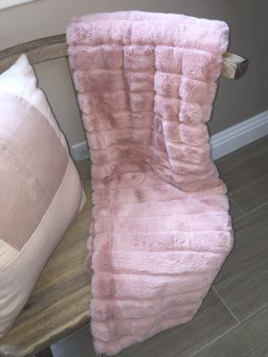 Faux Fur Throw Blanket - Pink for Sale in Yorba Linda, CA