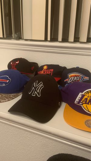 6 hats (lakers,yankees,bills,bulls,Okc,pyrocraft) for Sale in Spring Hill, FL