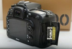 Nikon D7200 body only. includes. 2 batteries and SD card + case bundle. Everything that came with the box. Great camera. Like new condition use for Sale in Miami, FL