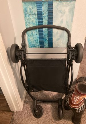 Form one car seat bassinet stroller set for Sale in Federal Way, WA
