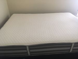 Beauty rest queen bed mattress set for Sale in Raleigh, NC