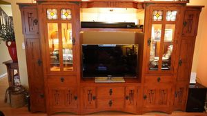 Living Room Entertainment Center with 4 matching pieces for Sale in Black Diamond, WA
