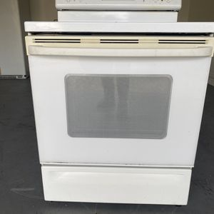 Stove/oven for Sale in Kissimmee, FL