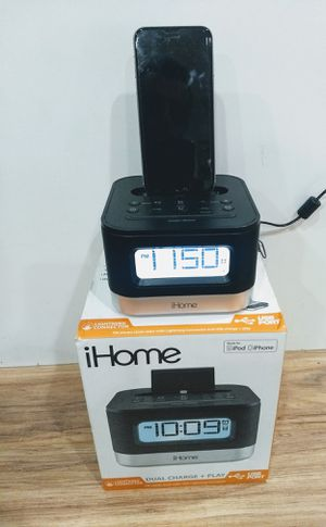 iHome iPL8BN Stereo FM Clock Radio with Lightning Dock for iPhone/iPod Near MINT for Sale in Bloomingdale, IL