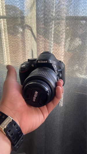 Nikon d5200 for Sale in Modesto, CA