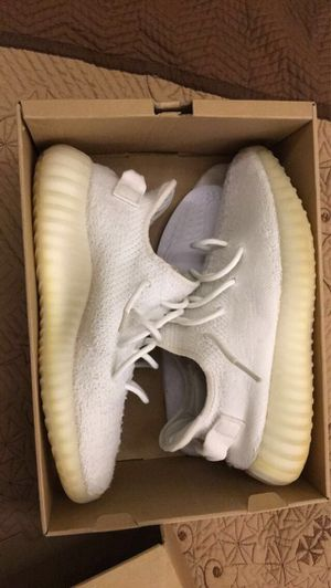 Yeezy 350 v2 cream for Sale in Fort Worth, TX