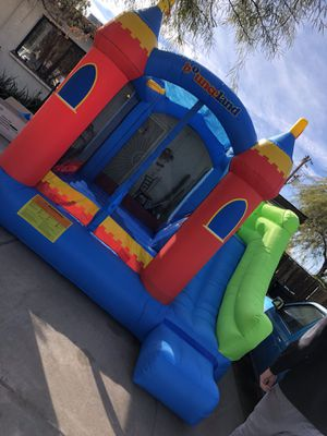Bounce land jumper with slide and basketball hoop for Sale in Phoenix, AZ