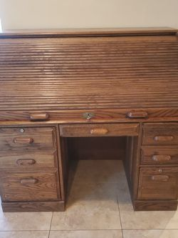 Solid Oak Roll Top Desk for Sale in Lake Forest,  CA