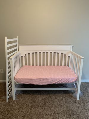 White baby crib - rustic CONVERTIBLE for Sale in Nashville, TN