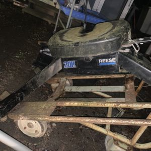 Fifth Wheel Hitch For Bed Of Pick Up Truck 20k for Sale in Gastonia, NC