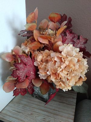 Fake Artificial Plant Floral Arrangement Thanksgiving Centerpiece $10 OBO for Sale in Rancho Cucamonga, CA