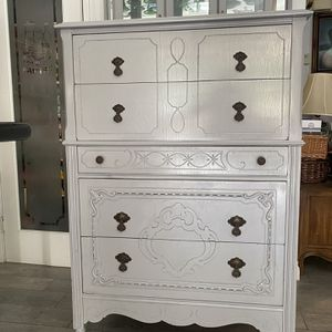 Dresser Antique for Sale in Rancho Cucamonga, CA