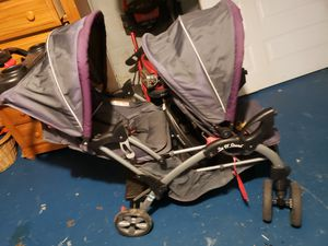 Double stroller for Sale in Cleveland, OH