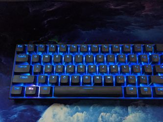DIERYA 60% Wired Keyboard (Gateron Yellow Switches) for Sale in Murrayville,  IL