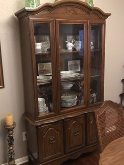 Lighted 2-pc China Cabinet for Sale in Austin,  TX