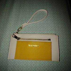Medium Sized clutch Purse For Sale for Sale in East Hartford, CT