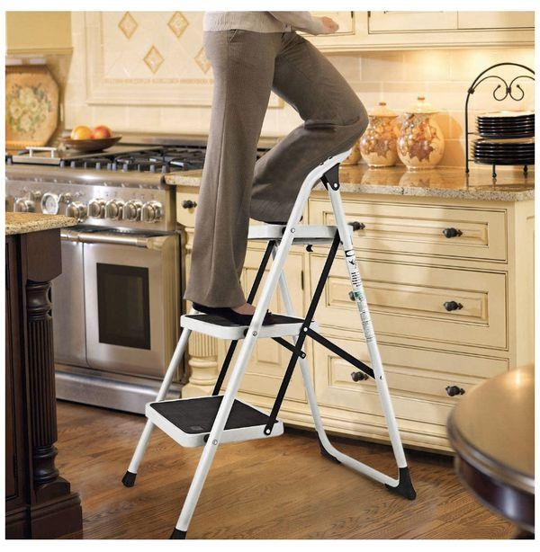 Folding 3-step ladder
