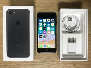 iPhone 7 UNLOCKED for Sale in Marysville, WA