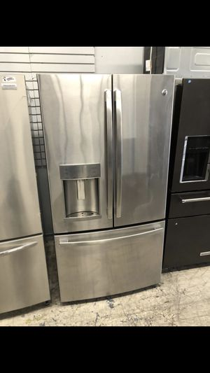 . GE PROFILE COUNTER DEPTH FRENCH DOOR FRIDGE . STAINLESS STEEL for Sale in Rancho Cucamonga, CA