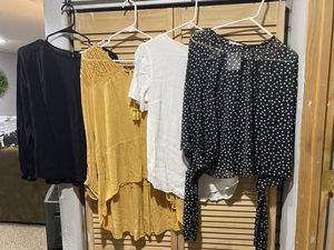 Women's Large Clothes lot for Sale in Fife, WA