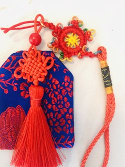 Square flower knot Luck bag with Pan Length plus clover knot / Tasseled rope for Sale in Hollywood,  FL