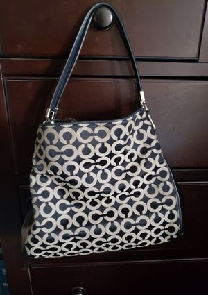Authentic Signature Coach Bag In Good Condition for Sale in Riverside, CA
