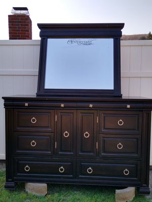 9 drawer dresser in good condition for Sale in Pomona, CA