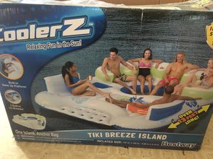 Bestway CoolerZ Inflatable 7 Person Tiki Breeze Floating Island for Sale in Santa Ana, CA