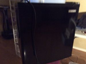 Small refrigerator, like new, ice tray included for Sale in Antioch, CA