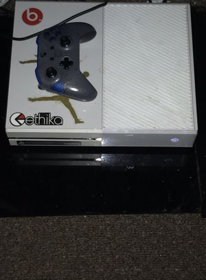 Xbox One 1TB W/32gb flash drive for Sale in St. Louis, MO