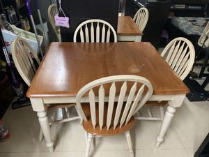 Light wood kitchen table w/ 4 chairs for Sale in Miami, FL